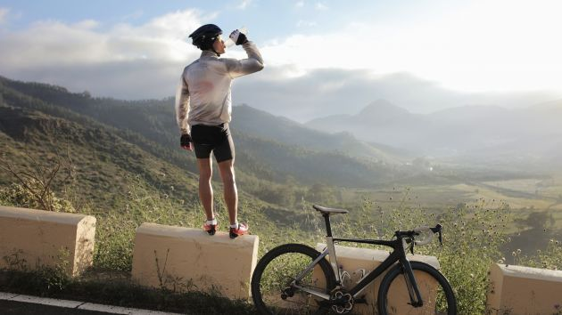 cyclist_drinking_water-1471258716329-di40j9fmo7zs-630-80